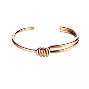 pulsera dorada de moda