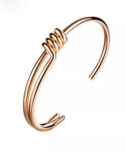 pulsera dorada mujer tendencia