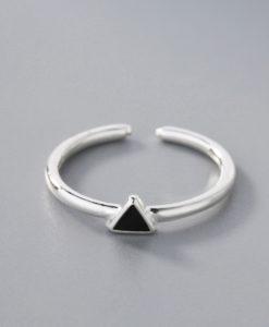 anillo minimalista triangulo