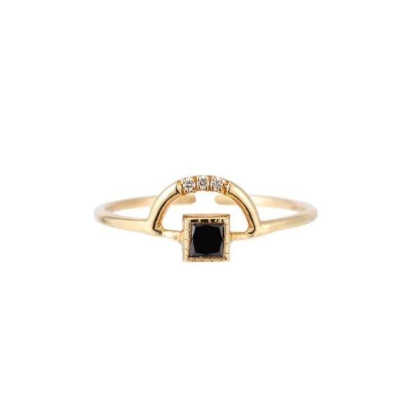 anillo estilo minimalista piedra negra