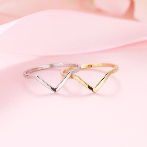anillo fino estilo minimalista
